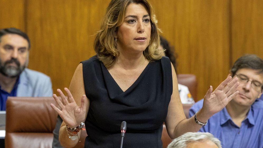 Foto: La presidenta del grupo parlamentario socialista, Susana Díaz, se dirige al presidente de la Junta de Andalucía, Juanma Moreno. (EFE)