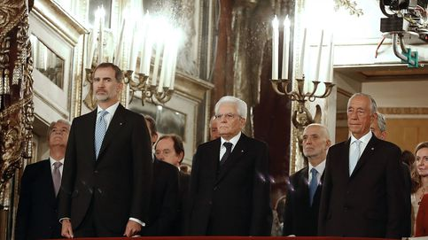 Felipe VI y don Juan Carlos, recibidos en Italia con el himno español con la letra de Pemán