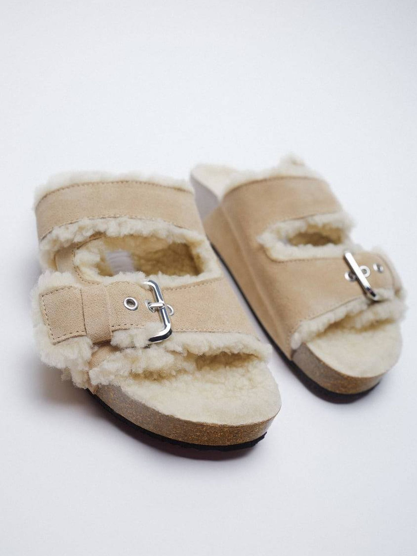Sandalias de pelo de Zara. (Cortesía)