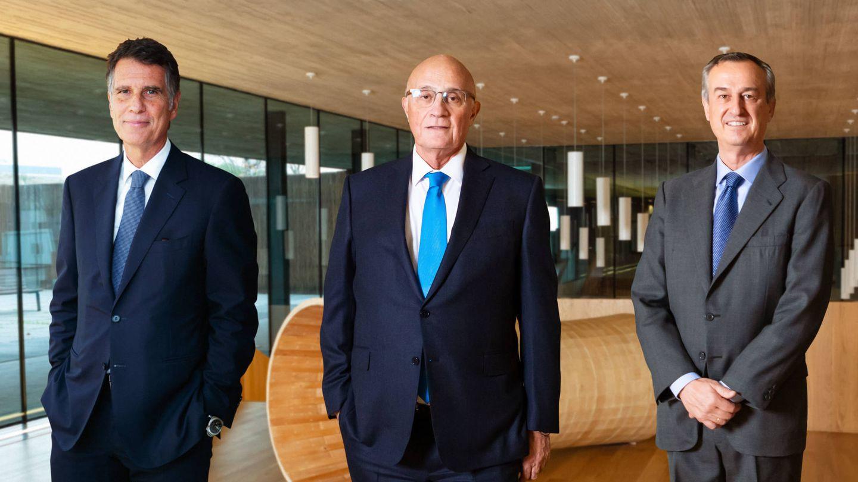 Jaime Guardiola (i), Josep Oliu (c) y César González-Bueno. (Sabadell)