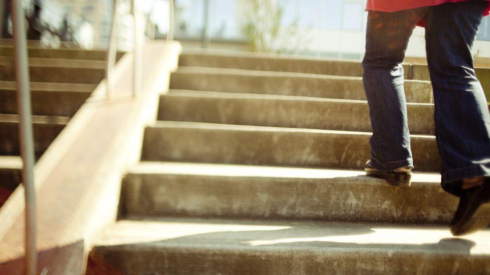 Foto: Subir escaleras es un ejercicio perfecto, que puede hacer cualquiera. (iStock)
