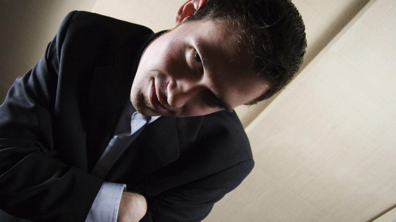 Foto: Siempre sonríe, pero la luz no engaña: te la va a jugar. (iStock)