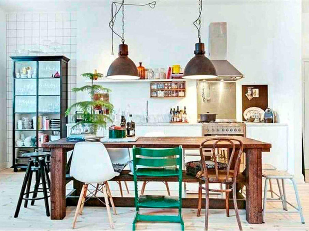 Foto: Poner sillas de comedor de diferentes estilos es tendencia (Pixabay)