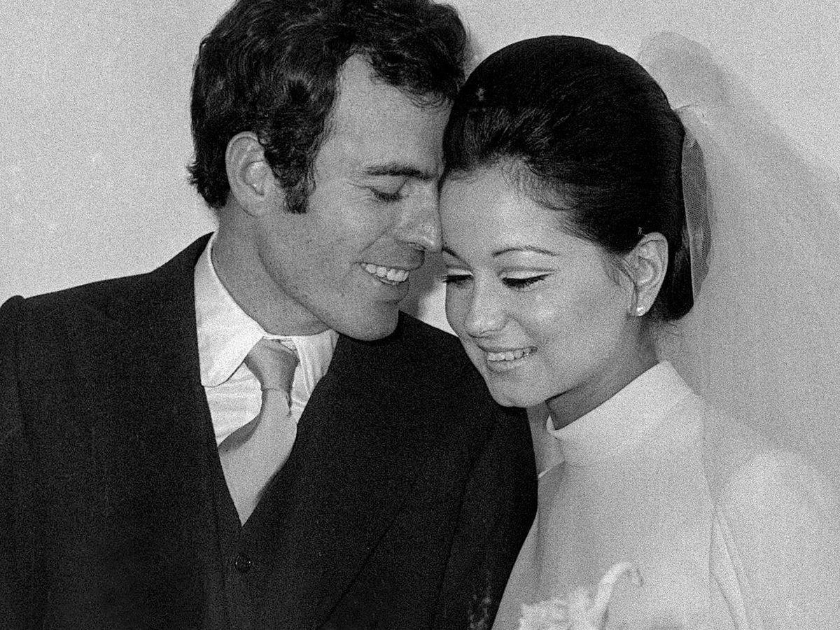 Foto: Isabel Preysler y Julio Iglesias, el día de su boda. (EFE)