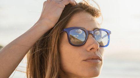 ¿Por qué (tú también) vas a querer estas gafas de sol azules hechas con botellas de plástico recicladas?