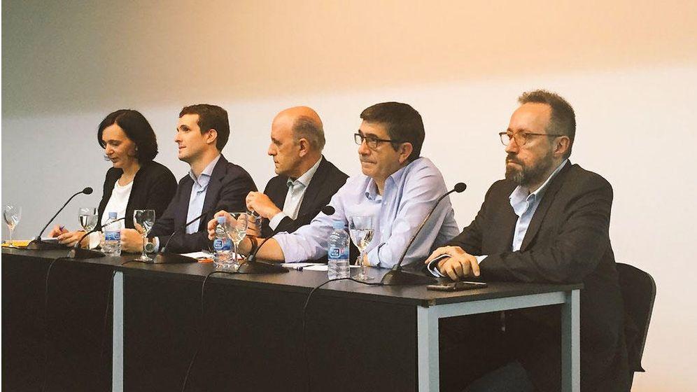 Foto: Carolina Bescansa (Podemos), Pablo Casado (PP), J.A. Zarzalejos (moderador), Patxi López (PSOE) y Juan Carlos Girauta (Ciudadanos)