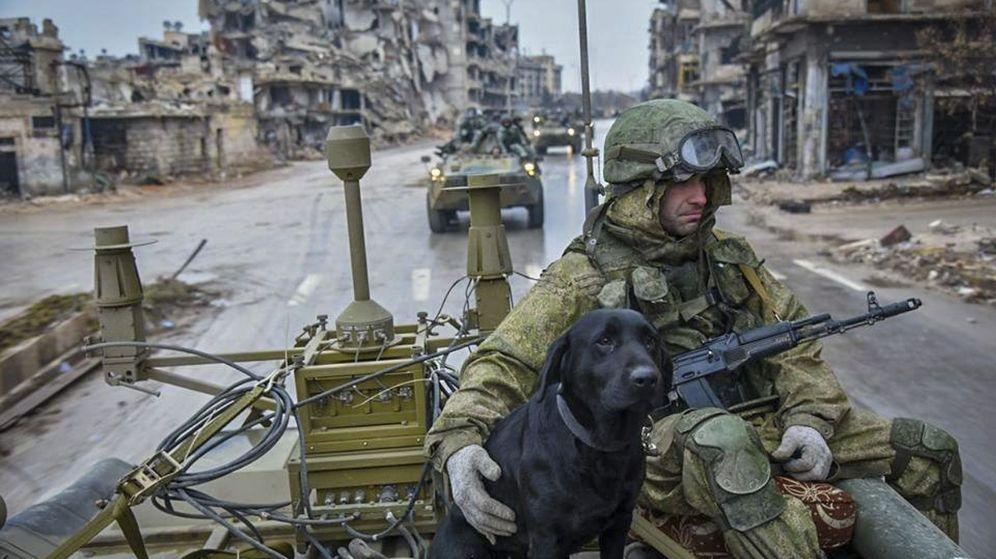 Foto: Militares rusos desminan el este de Alepo en Siria. (EFE)