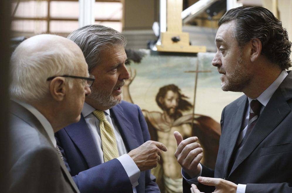 Foto: El ministro de Cultura, Iñigo Méndez de Vigo, junto al director del Museo del Prado, Miguel Zugaza, y José Pedro Pérez-Llorca, presidente del Patronato del museo. (EFE)