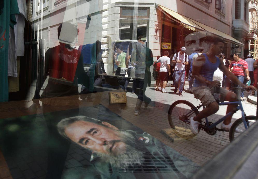 Foto: Imágenes de Fidel Castro a la venta en una tienda de recuerdos de La Habana, el 14 de abril de 2010. (Reuters)