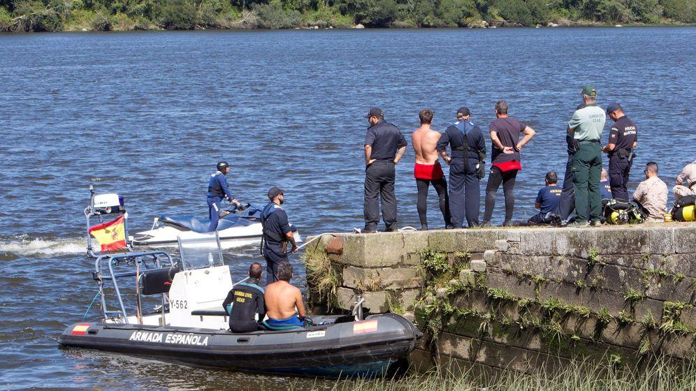 Foto: Los servicios de emergencia retomaron este lunes la búsqueda de un deportista que desapareció en aguas del río Miño durante una prueba de triatlón . (Efe)
