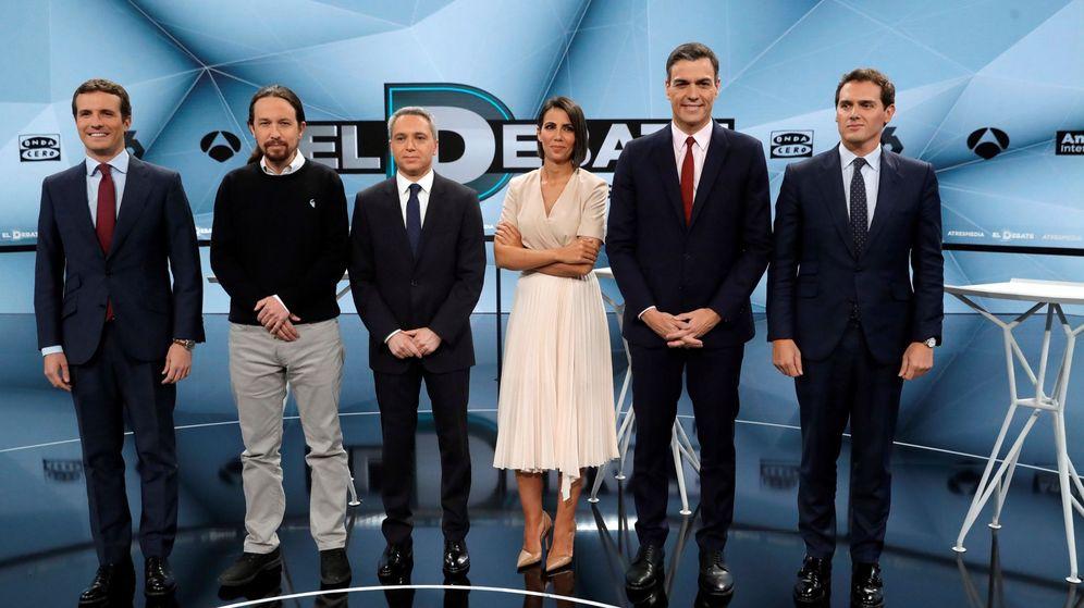 Foto: Ana Pastor y Vicente Vallés, los moderadores del debate de Atresmedia. (EFE)