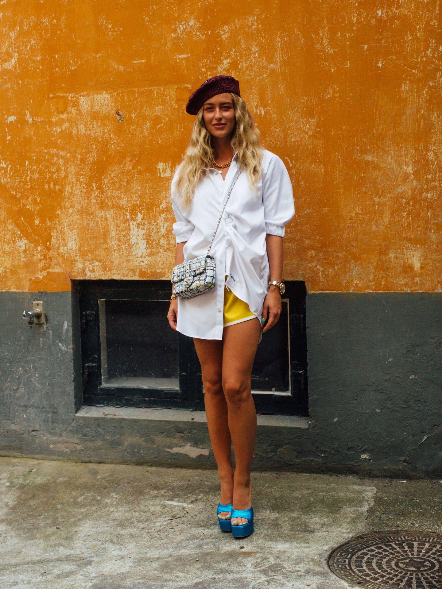 Emili Sindlev, con unos shorts deportivos. (Imaxtree)