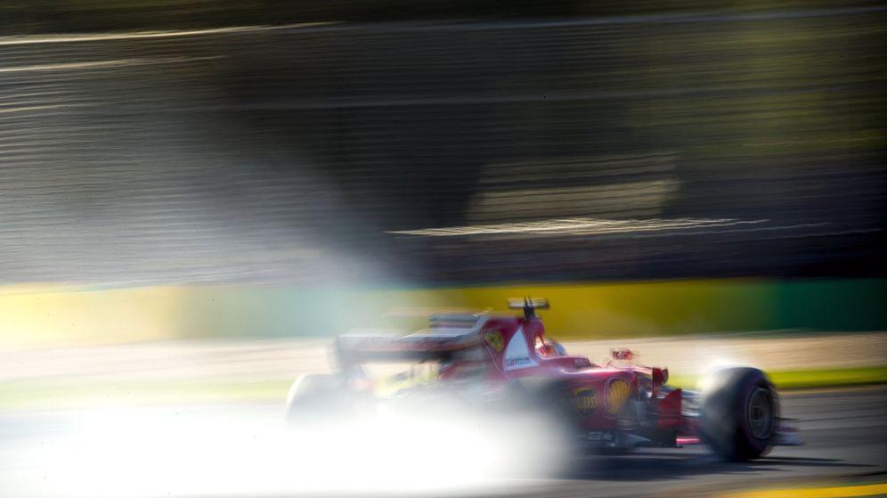 Foto: Sebastian Vettel y el Ferrari en la pista de Melbourne.