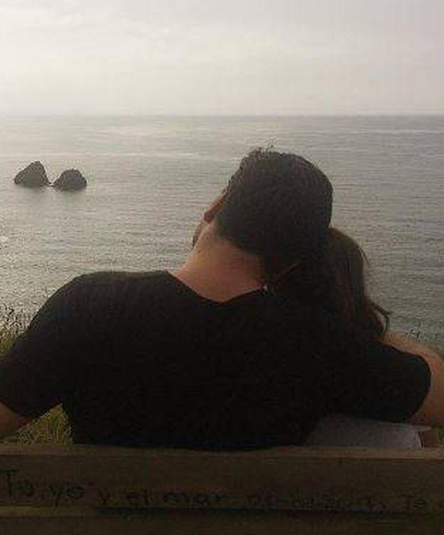 Foto: David Bustamante y su hija frente al mar. (Instagram)