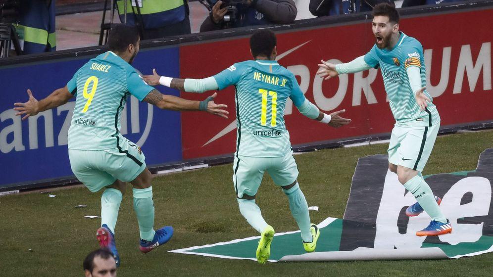 Foto: Messi (d) celebra con Neymar jr (c) y Luis Suárez un gol. (EFE)