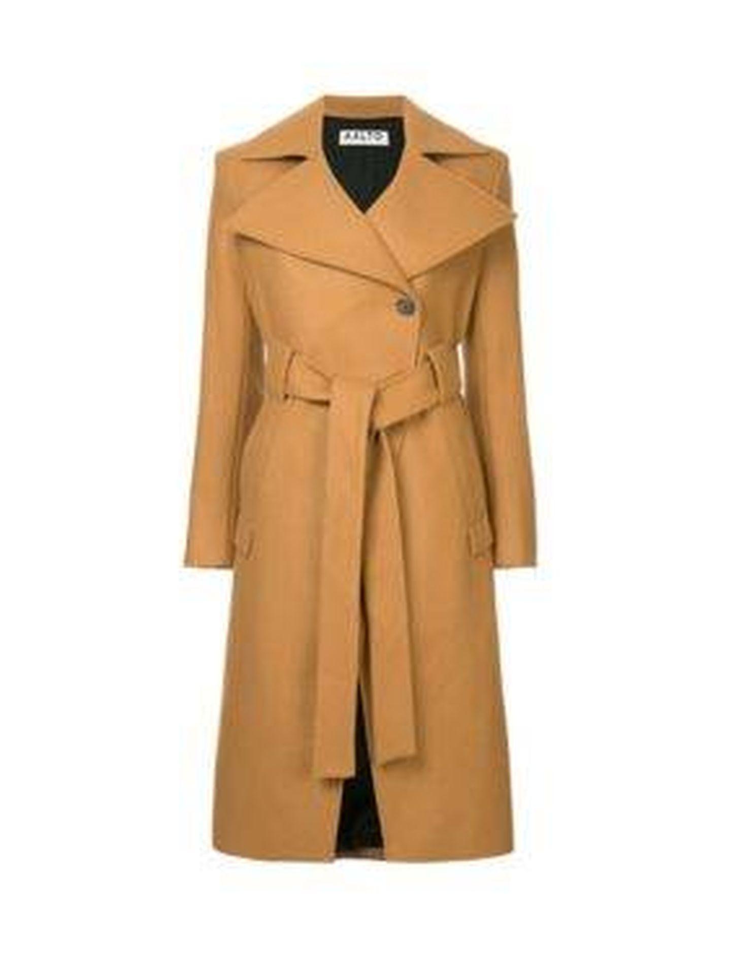 No pienses en él como una moda pasajera, el abrigo camel es un clásico inalterable.