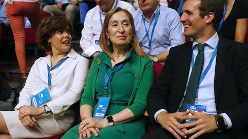 Santamaría y Casado: looks con significado (y repetidos) en el Congreso del PP