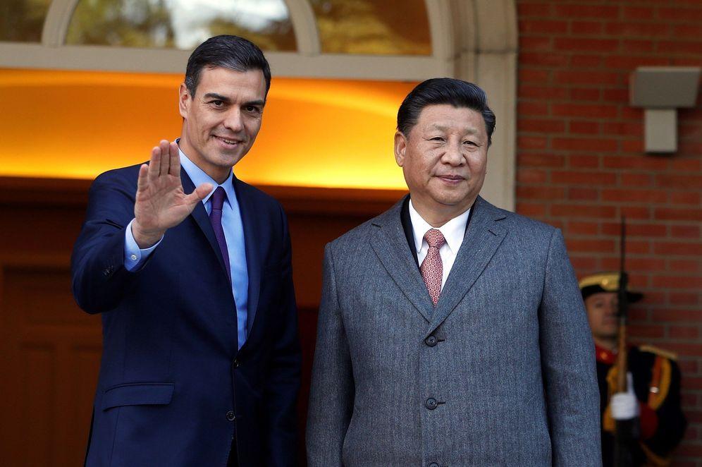 Foto: El presidente del Gobierno Pedro Sánchez, y el presidente chino Xi Jinping, durante su reunión en el Palacio de la Moncloa. (EFE)
