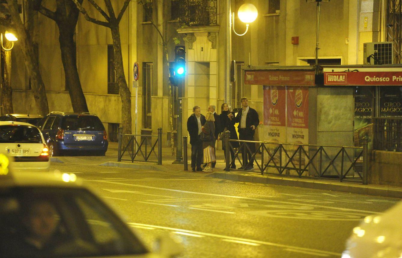 Una de las imágenes de la pareja paseando junto a Fernando. (VA)