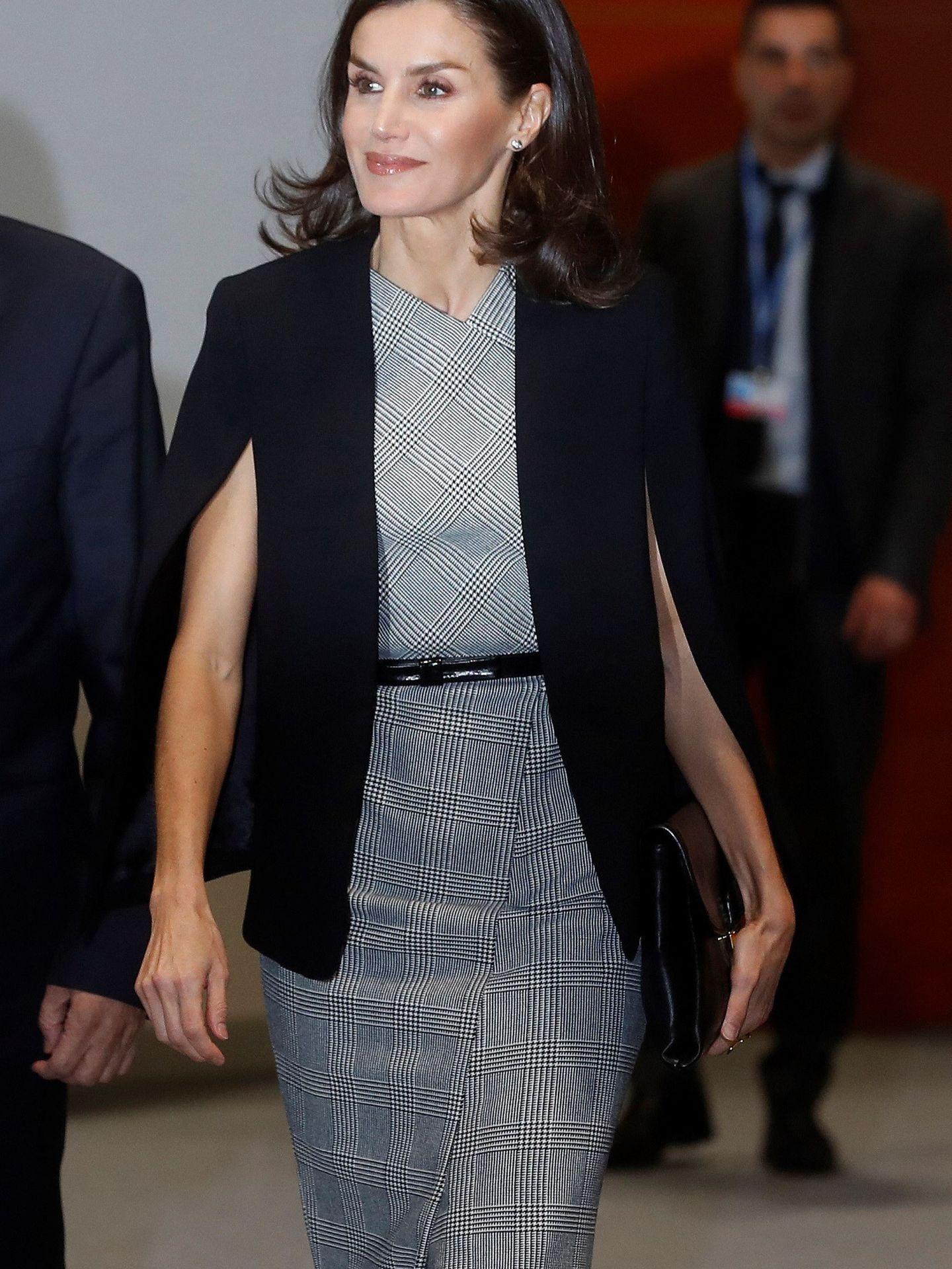 La reina Letizia, con la blazer capa. (EFE)