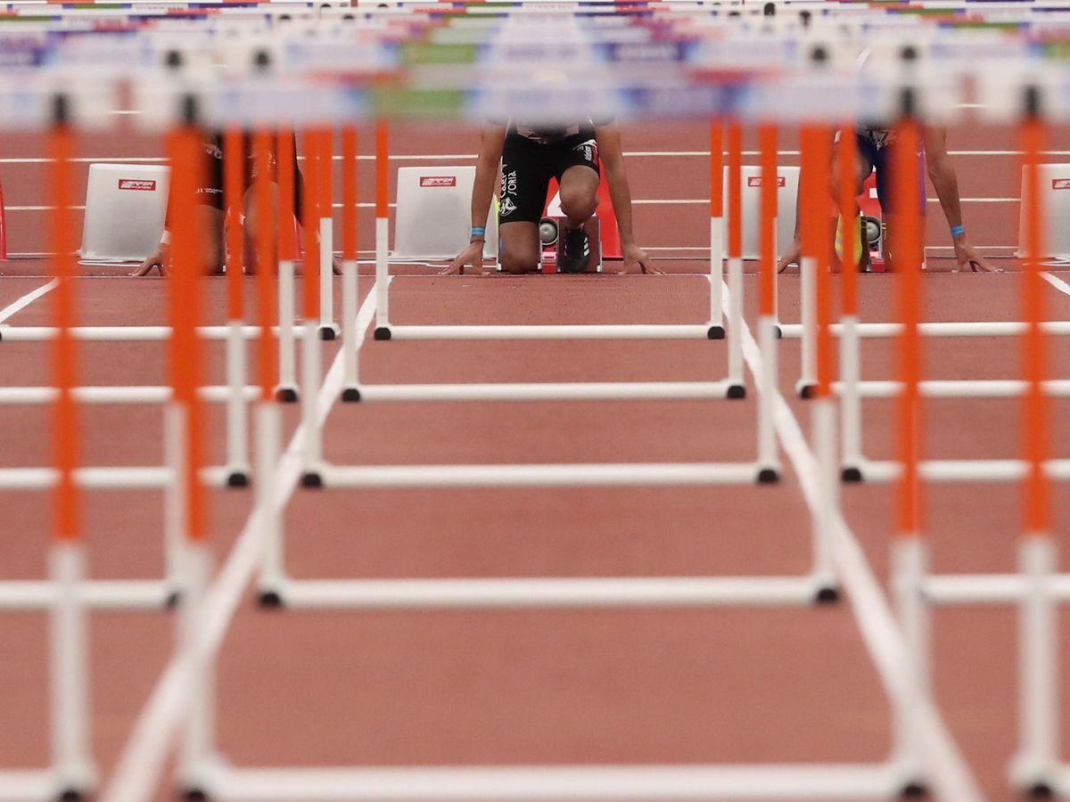 Foto: Una pista de atletismo, antes del inicio de una prueba de 60 metros vallas. (EFE)