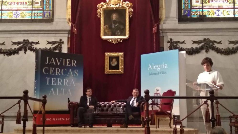 Foto: Javier Cercas y Manuel Vilas en la RAE