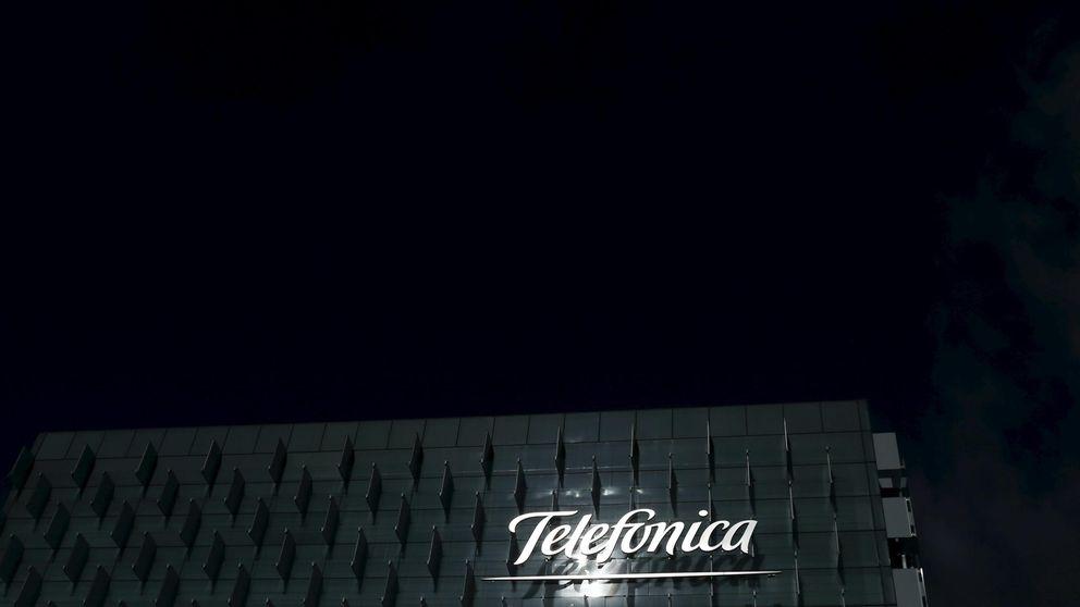 Telefónica pone pie en pared ante la CNMC y revisará su plan de fibra óptica