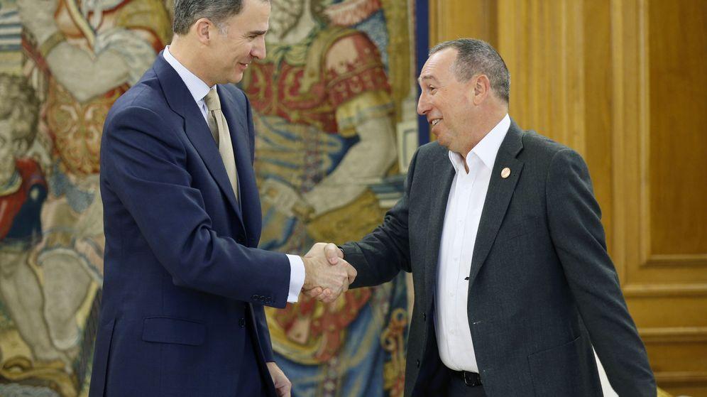 Foto: El Rey recibe a Joan Baldoví en la Zarzuela, este 26 de abril. (Efe)