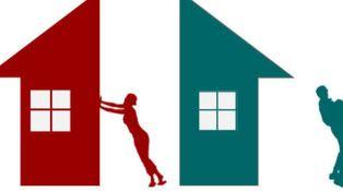 Mi hijo, mi nuera y sus hijos viven en mi casa ¿podría quitármela ella en caso de divorcio?