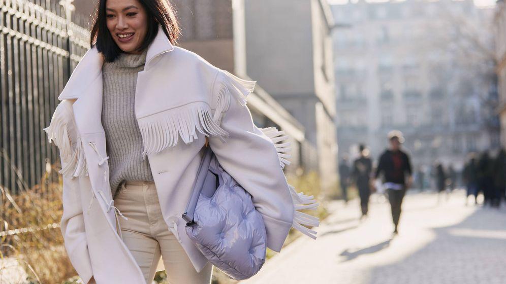 Foto: El jersey gris permanece inalterado en nuestro armario invierno tras invierno. (Imaxtree)
