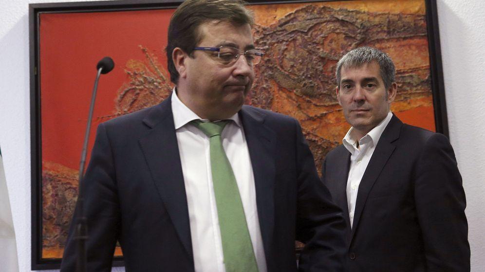 Foto: El presidente de Extremadura, Guillermo Fernández Vara (i). (EFE)