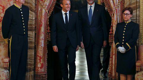 La cena del Rey y Macron, un acto con poco lustre (y con dos horas de retraso incluido)