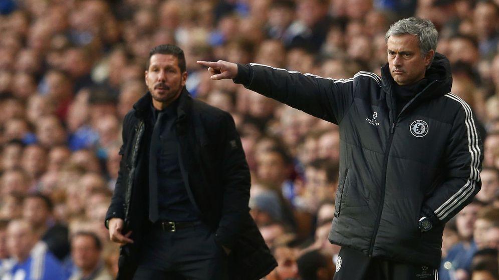 Foto: Mourinho y Simeone, durante el Chelsea-Atlético de Champions. (Reuters)