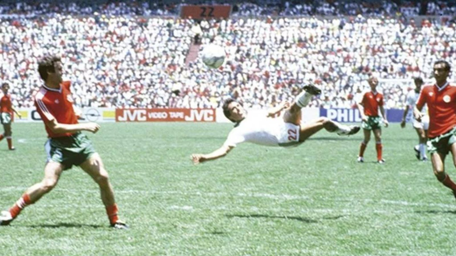 Foto: La brillante tijera de Negrete que ha entrado en la historia del fútbol.