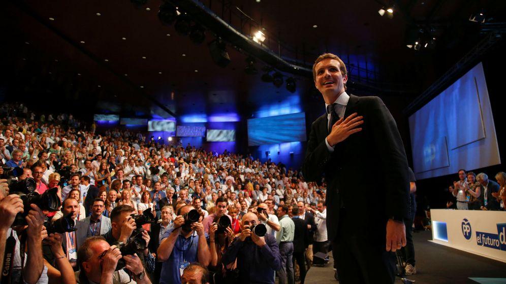 Foto: Pablo Casado agradece a los comisarios del PP su voto. (Reuters)
