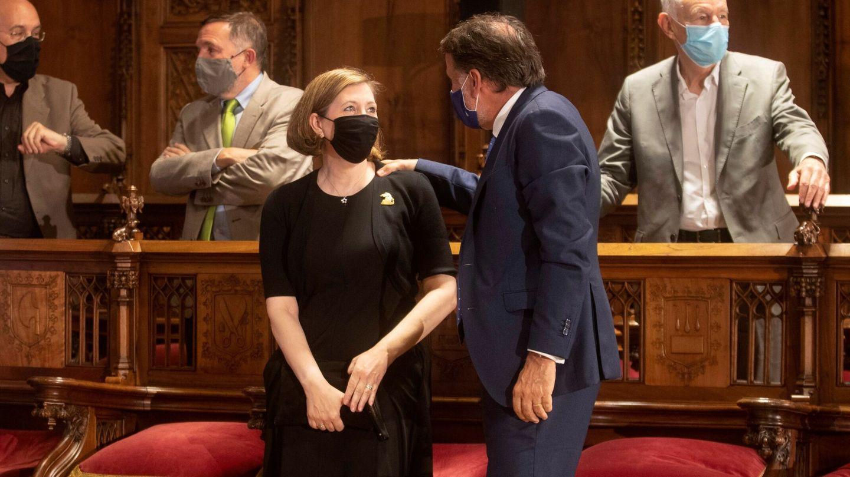 Mari Carmen Bellver y el presidente de Planeta, José Creuheras. (EFE)