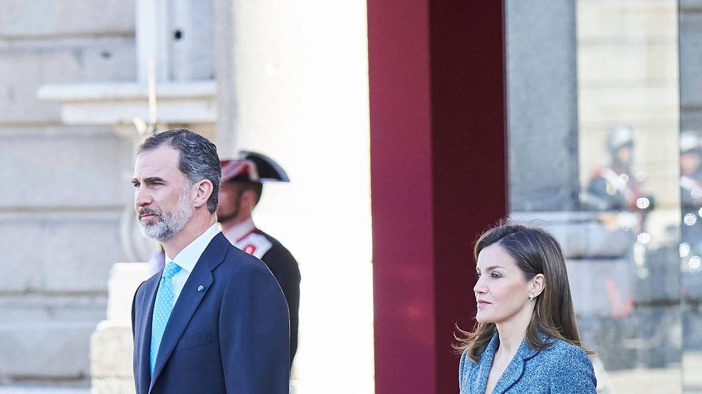 Foto: Los Reyes en la ceremonia de bienvenida al presidente luso en el Palacio Real. (Limited Pictures)