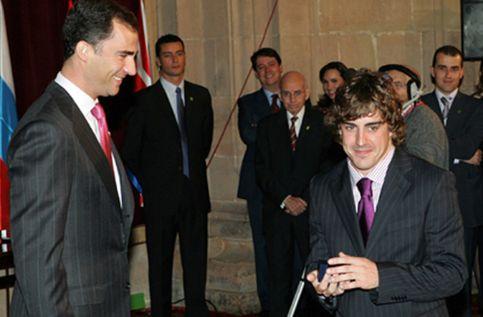 El Príncipe recibe en Oviedo a los galardonados