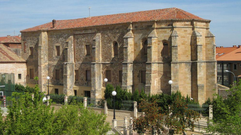 Foto: Imagen del exterior del Convento de Santa Clara, en Soria. (Wikimedia Commons)