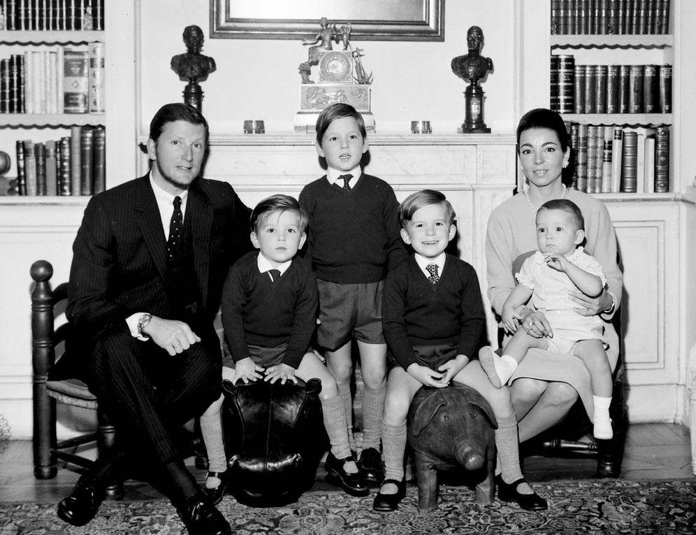 Foto: Los reyes Simeón y Margarita con sus hijos Kyril, Kardam, Kubrat y Konstantin, en los años 70. (Getty)
