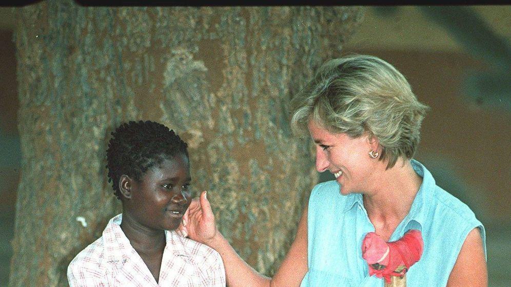 Foto: La princesa Diana en un viaje a Angola en 1997. (Cordon Press)