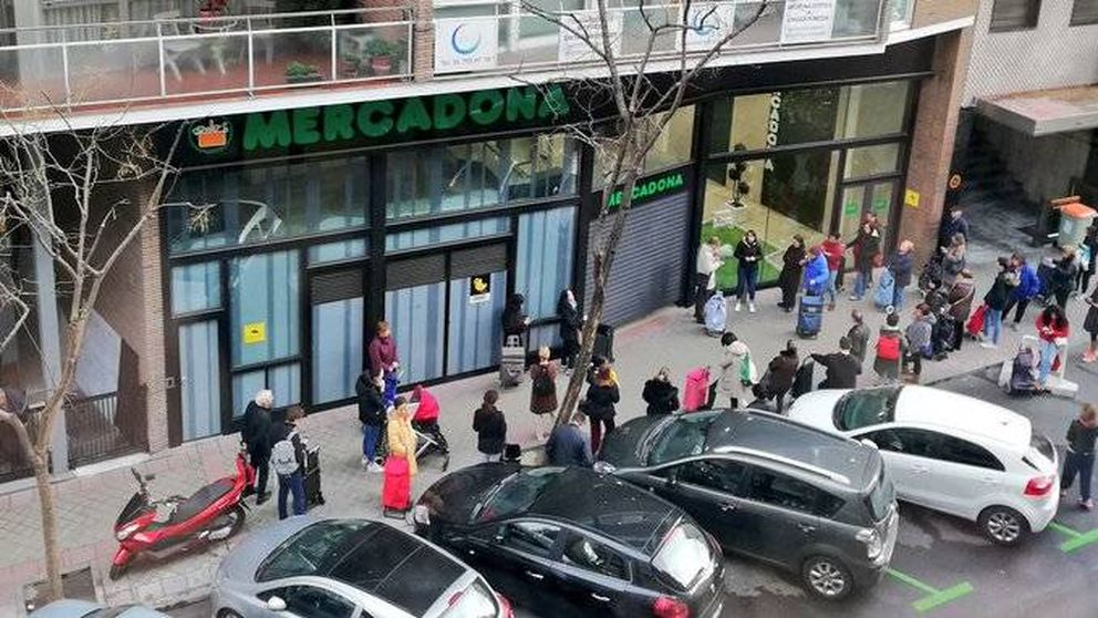 Colas en los 'híper' y normalidad en la calle: así amanece Madrid tras las restricciones