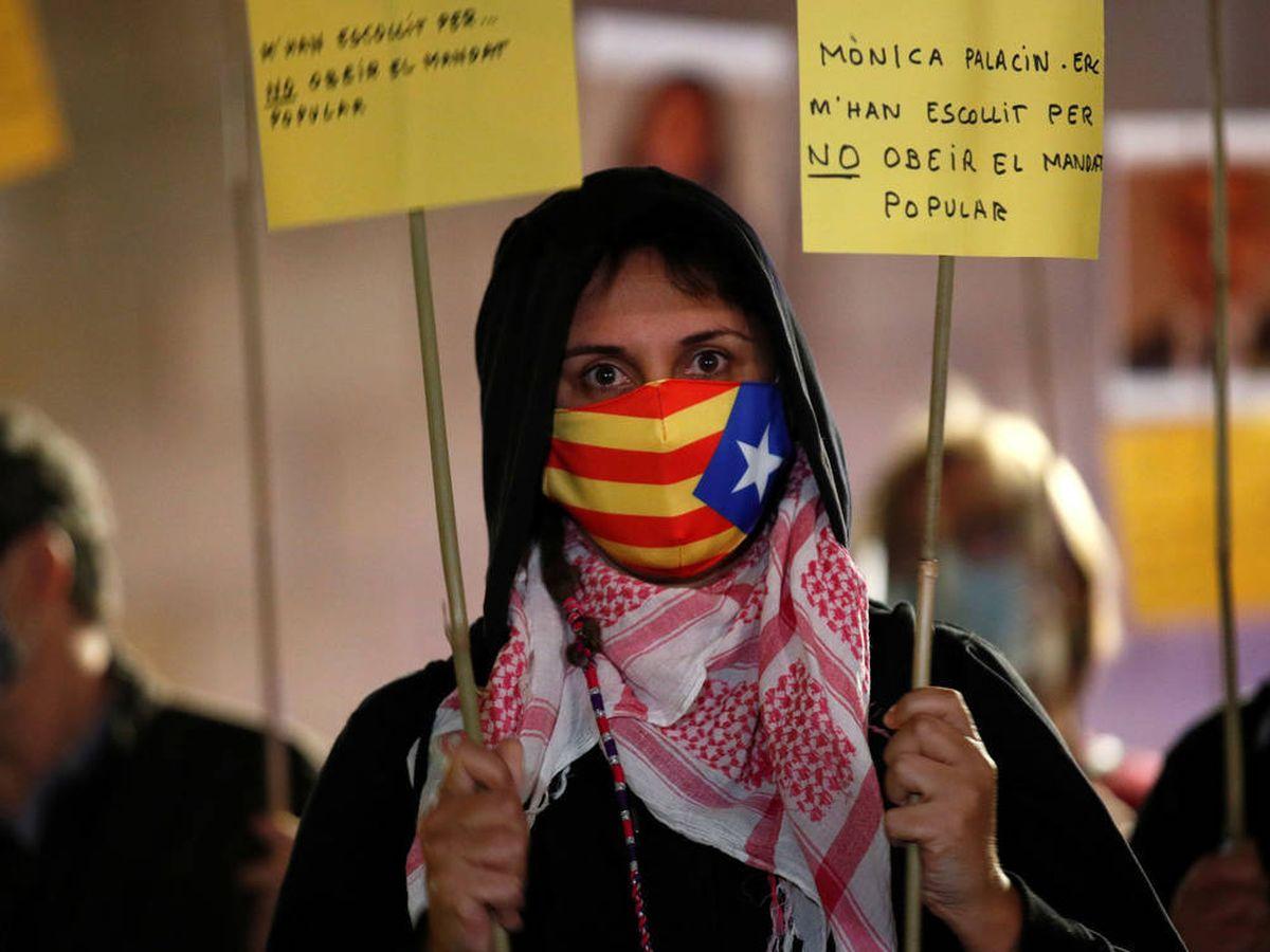Foto: Una manifestante independentista en Barcelona. (EFE)
