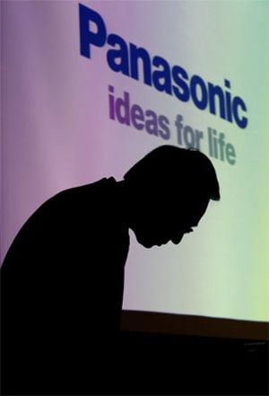 Panasonic planea recortar otros 10.000 puestos y sanear su deuda para 2015