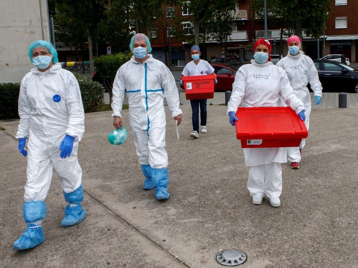 Foto: Personal sanitario del Hospital El Prat de Llobregat, Barcelona. (EFE)