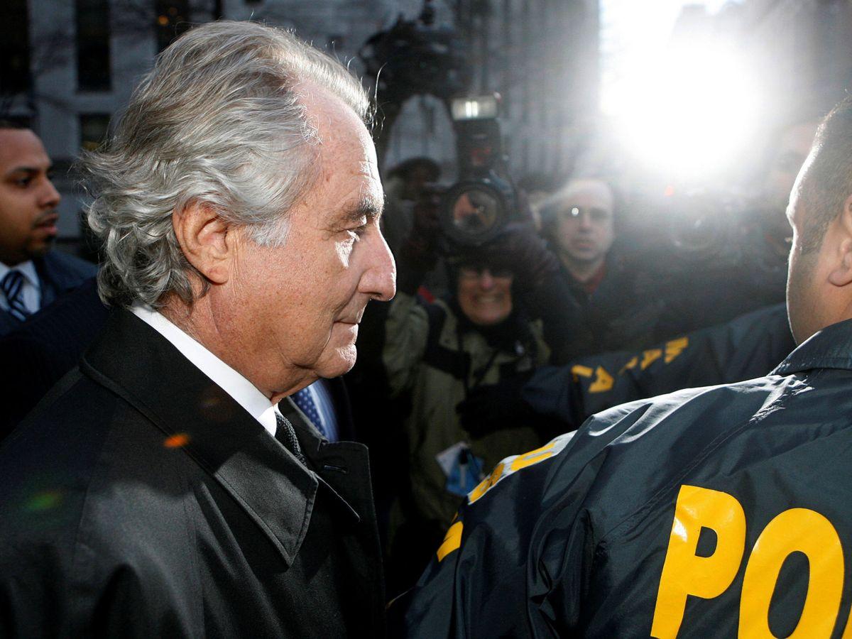 Foto: Bernard Madoff, a la salida de los juzgados de Manhattan en el año 2009. (Reuters)