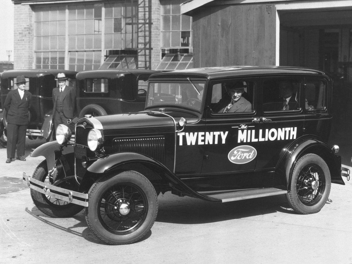 Foto: Henry Ford, en la imagen al volante de la unidad 20.000.000 del Modelo A, inspiró su famosa factoría de producción en cadena en un matadero.