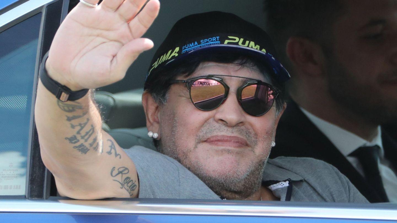 Diego Armando Maradona, a su llegada a la ciudad bielorrusa de Brest. (EFE)