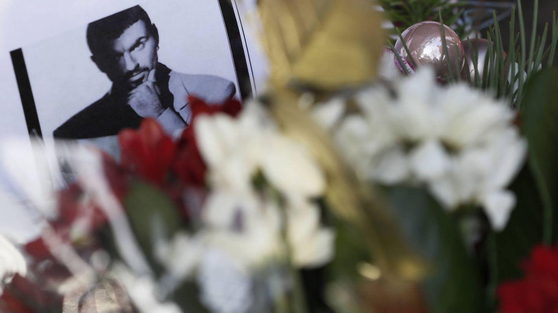 Foto: Una imagen dejada a las puertas de George Michael (Gtres)