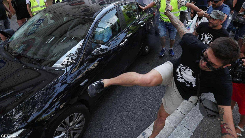 Taxistas achantan a un conductor de VTC durante la huelga: Me han robado las llaves
